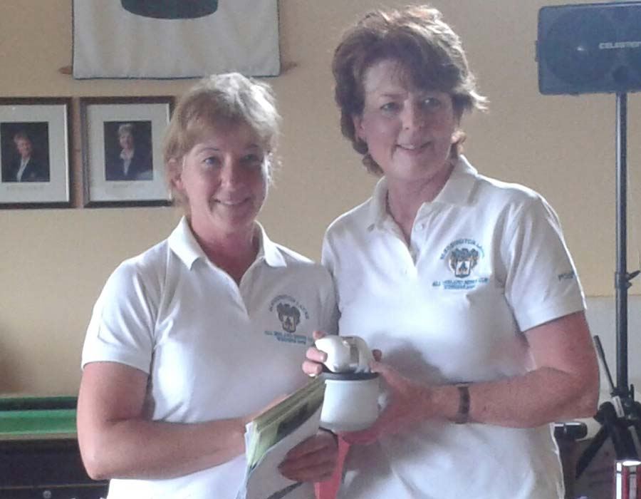 Lady captain Suzanne Hegarty presents her prize to the winner Helen Farrell (left)