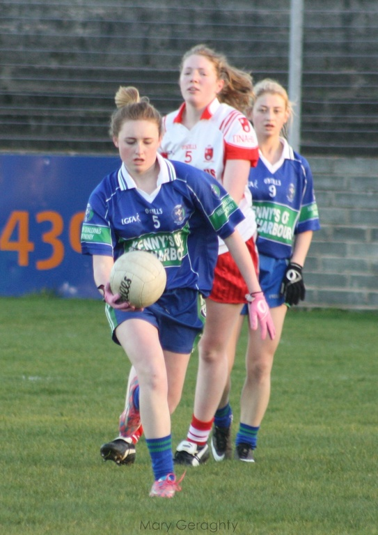 Aoife O'Reilly AGB gathers possession